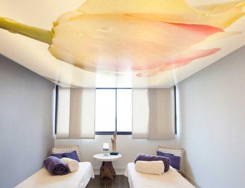 Bâche tendue au plafond, décoration intérieure
